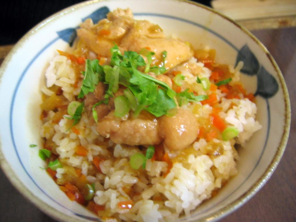 鶏スープのカレー丼