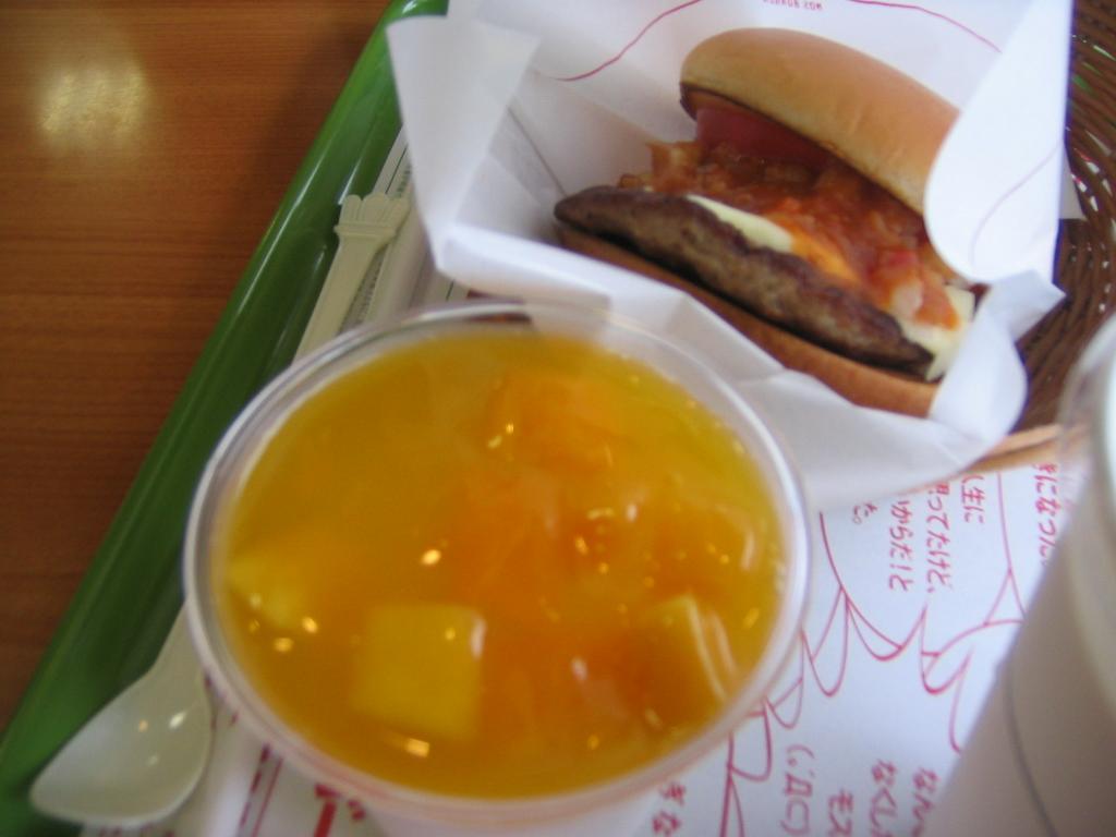 モスチーズバーガーとマンゴーパフェ
