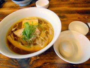 比内丸鶏醤油らぁ麺