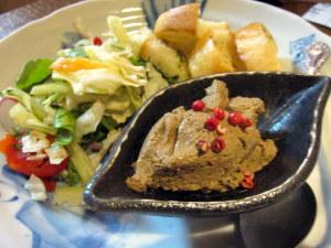 レバーパテとサラダ