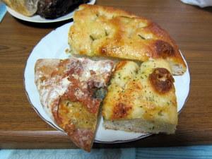 ゴルゴンゾーラの・・、ローズマリーとイベリコの・・、チーズ